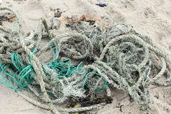 resíduos-das-cordas-e-das-redes-na-praia-de-sylt-24611613.jpg