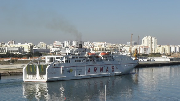 Ferry-Madeira-Continente-Naviera-Armas-Portimão.jpg